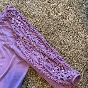BEAUTIFUL LILAC COLORED INC TOP